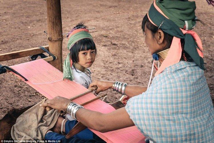 Khám phá ngôi làng có những người phụ nữ cổ dài kỳ lạ