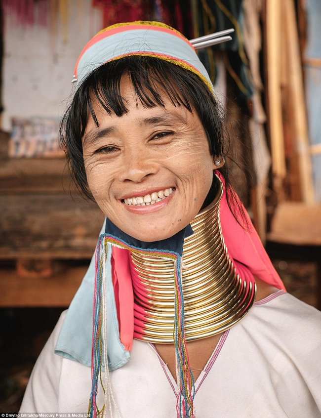 Trong văn hóa của người Kayan, tiêu chí đẹp với người phụ nữ là phải có cái cổ dài.