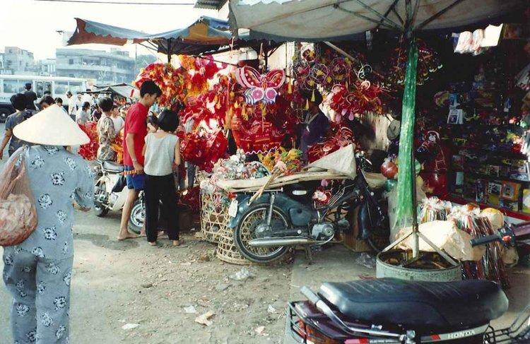 Sài Gòn mùa Trung thu xưa (thập niên 1990).