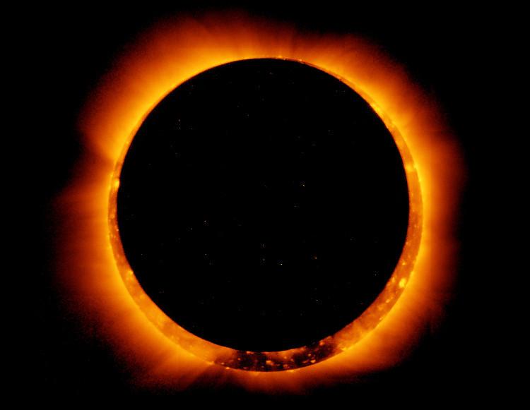 Mặt trăng không thể che hết Mặt trời mà để lại một phần rìa sáng có dạng như một chiếc nhẫn.