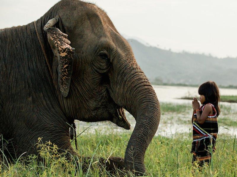 Nhiếp ảnh gia cho biết đôi khi anh mất 2 ngày để tìm ra ngôi làng của một dân tộc.