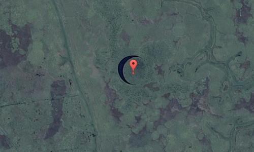 Hình ảnh hòn đảo tròn nhìn từ trên cao.