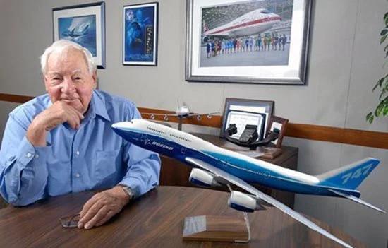 """Những năm cuối đời, Sutter vẫn tâm huyết với """"con đẻ"""" Boeing 747 của mình."""