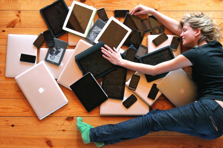 Tiếp xúc quá nhiều với đồ điện tử cũng có thể gây tổn hại đến sức khoẻ.