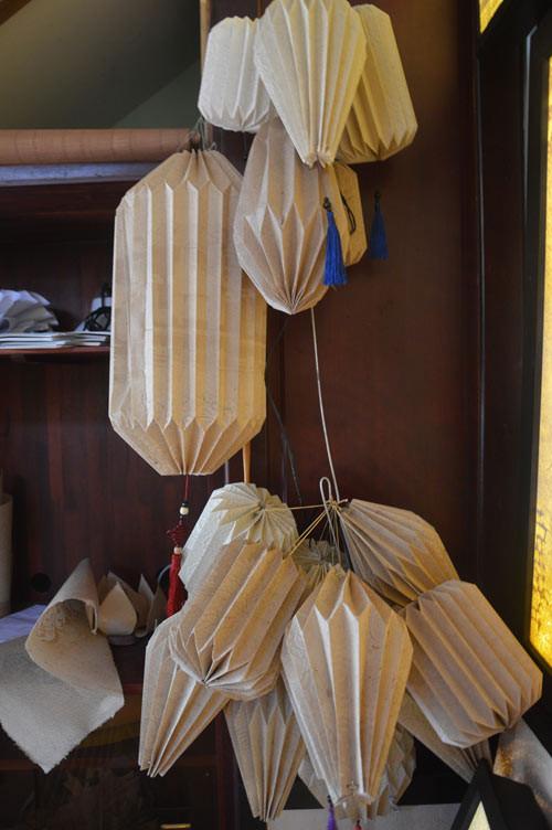 Những chiếc đèn lồng làm từ giấy dừa