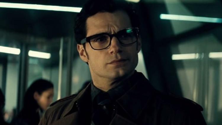 """""""Tôi biết người này, đây là tay phóng viên bên Daily Planet, người không biết Bruce Wayne là ai!!"""""""