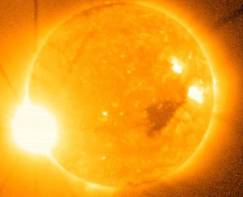 Ảnh chụp vụ bùng phát trên Mặt Trời vào mùa giáng sinh năm 2006.