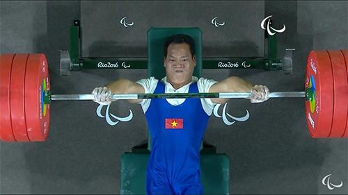 Lê Văn Công không thành công ở lần cử thứ hai, nhưng đã xuất sắc ở lượt cử thứ ba để đoạt HC vàng.