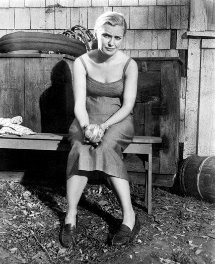 """Joanne Woodward tái hiện nhân vật lấy cảm hứng từ Christine trong bộ phim """"3 khuôn mặt của Eve"""" năm 1957."""