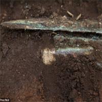 Phát hiện thanh gươm chuôi vàng 4.000 tuổi ở Scotland