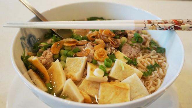 Để đảm bảo dinh dưỡng, các chuyên gia khuyến cáo nên ăn kèm với nhiều thực phẩm khác.