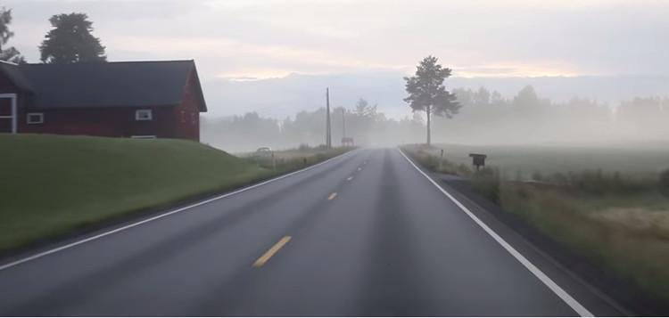 Khi gặp sương mù, nhớ lái xe chậm lại.