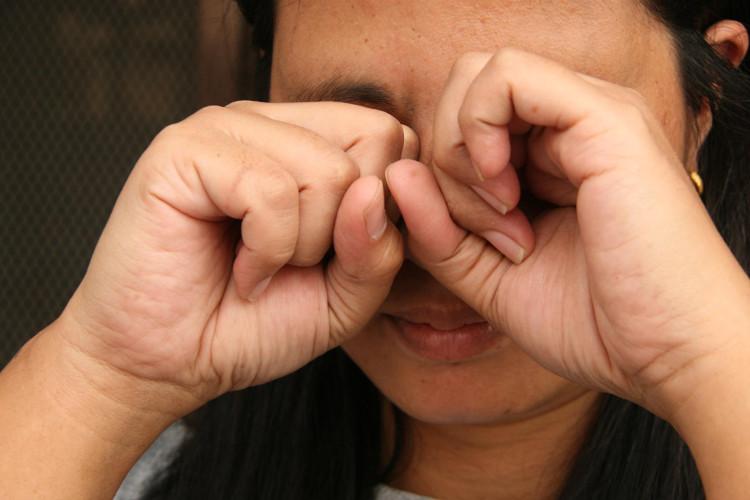 """Trường hợp """"nổ đom đóm mắt"""" phổ biến là khi ta dụi mắt hoặc khi ta bị va đập vào đầu."""