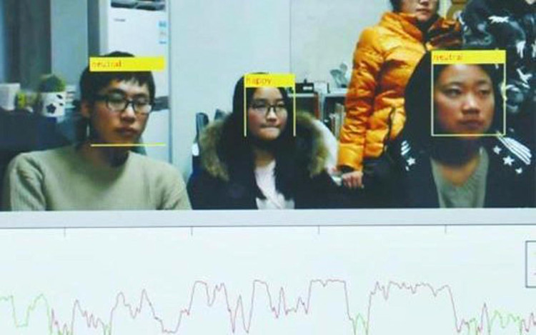 """Thiết bị """"đọc khuôn mặt"""" tạo ra đồ thị hứng thú cho mỗi sinh viên."""