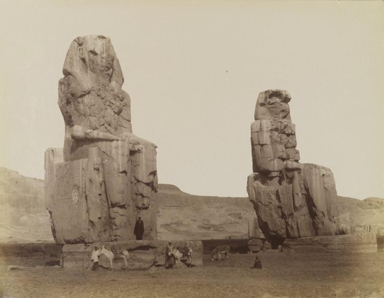 Hai pho tượng đá khổng lồ ở Ai Cập.