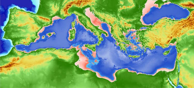 Ở điểm gần nhất, châu Âu và châu Phi chỉ cách nhau 14km với biển Địa Trung Hải ngăn giữa.