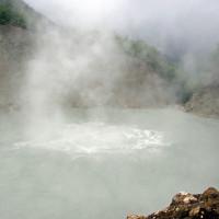 Hồ nước sôi sùng sục quanh năm trên quốc đảo Dominica