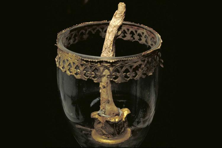 Ngón tay giữa và ngón tay cái của Galileo Galilei đang được trưng bày tại Bảo tàng Lịch sử Khoa học Florence, Italy.