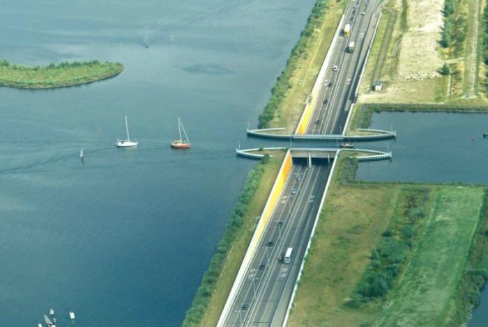 Ý tưởng chủ đạo là làm sao giao thông trên cạn và dưới nước được vận hành thông suốt.