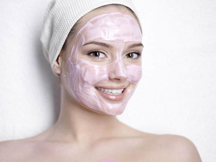 Aspirin cung cấp một lớp bảo vệ, giúp làm mờ sẹo và rửa sạch bụi bẩn, ngoài ra còn giúp thông thoáng lỗ chân lông.