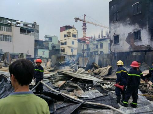 Hiện trường vụ cháy lán trại công nhân dự án Madarin trên đường Tân Mai (Hà Nội) ngày 18/9.