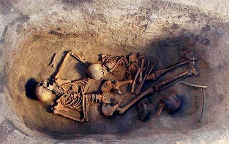 Bên trong ngôi mộ mới được phát hiện ở Siberia.