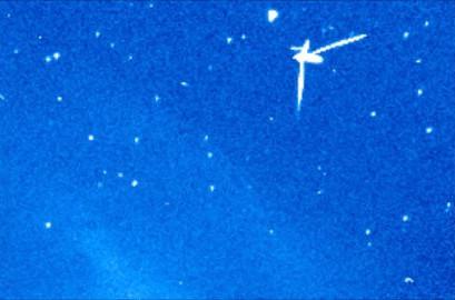 Vật thể lạ có bốn tay nhọn đã xuất hiện nhiều lần và được trạm quan sát của NASA chụp lại.