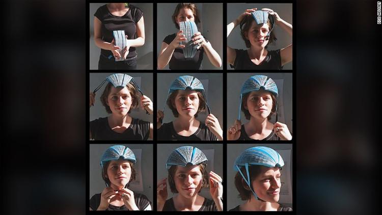 Chiếc mũ bảo hiểm bằng giấy có thể gấp gọn lại với kích thước của một quả chuối