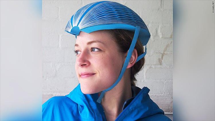 Mũ bảo hiểm bằng giấy có tên EcoHelmet
