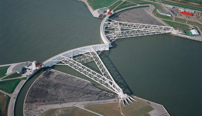 Kè chắn di động lớn nhất thế giới tại Hà Lan