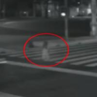 Video: Rùng rợn ôtô xuyên qua hồn ma trên phố?