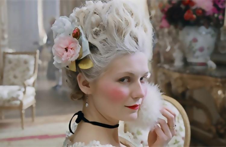 Phụ nữ Anh thời Trung cổ thích đánh mặt trắng bằng phấn làm từ chì.