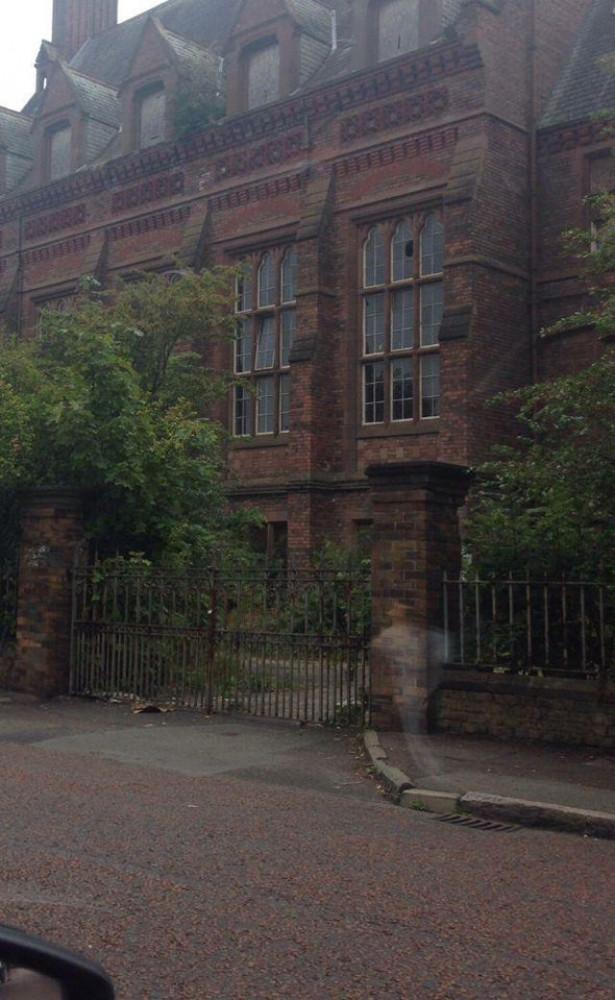 """""""Bóng ma"""" xuất hiện trong ảnh chụp bệnh viện Newsham Park."""