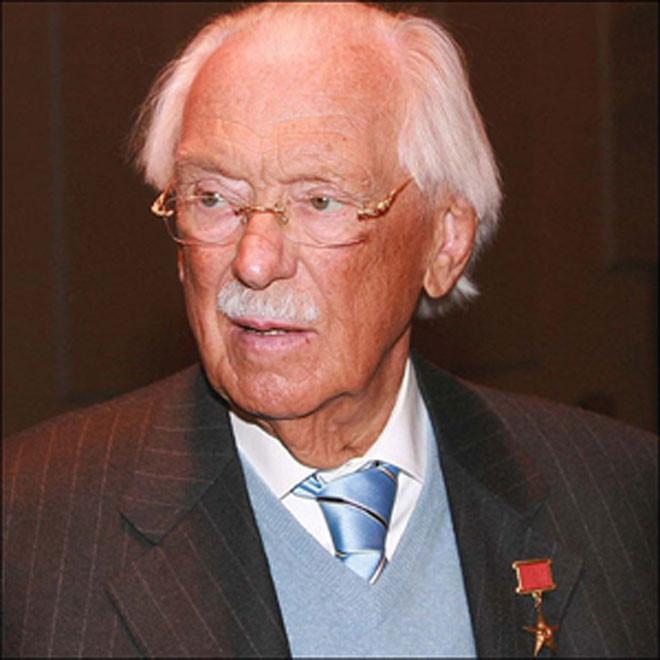 Nhà thơ Sergey Mikhalko.