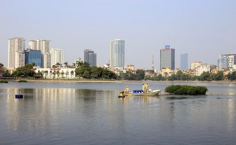 Xí nghiệp Thoát nước số 4, Công ty TNHH một thành viên Thoát nước Hà Nội tiếp tục áp dụng công nghệ này để làm sạch hồ Hoàng Cầu và Văn Chương.