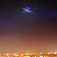 Cận cảnh UFO đa sắc cực lạ ở Pháp