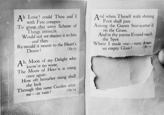 Mảnh giấy được xé ra từ trang sách The Rubáiyát of Omar Khayyam.