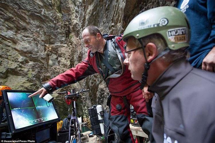 Nhóm thám hiểm đã xác định hang động Hranice Abyss có độ sâu ít nhất 404m.