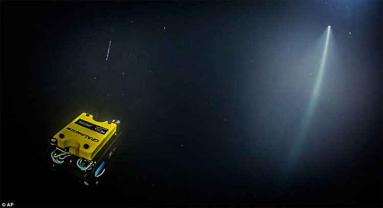 Robot được sử dụng để xác định độ sâu của hang động Hranice Abyss.