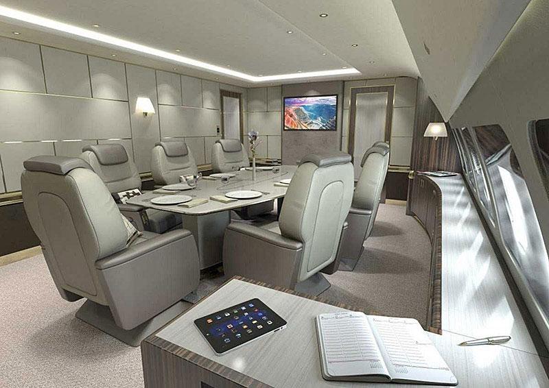 Phiên bản thân rộng của mẫu phi cơ này có phòng họp và phòng ăn.
