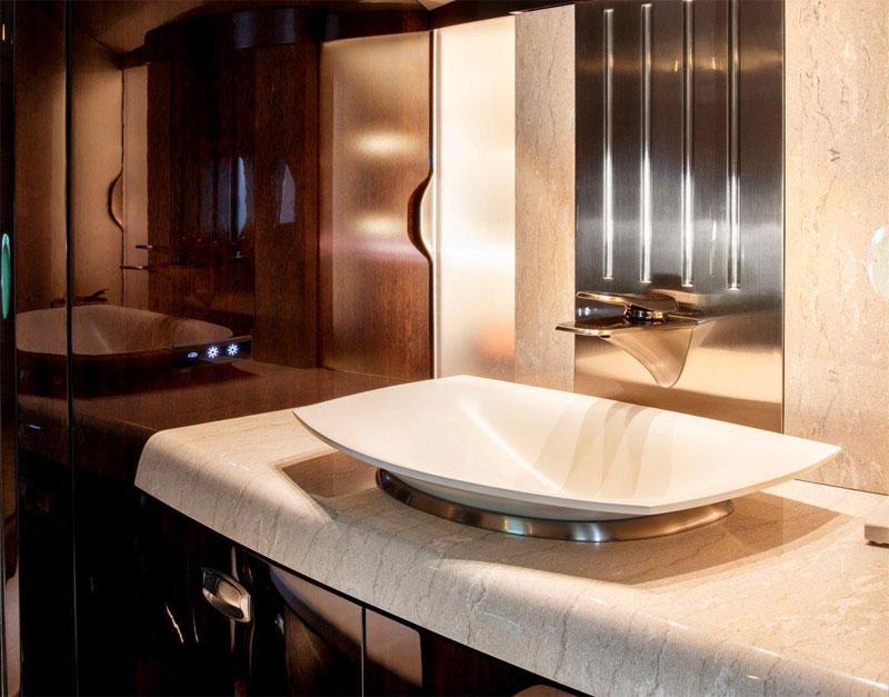 Ngoài ra, người dùng còn được tận hưởng một nhà tắm rộng rãi, đầy đủ tiện nghi như ở khách sạn hạng sang.