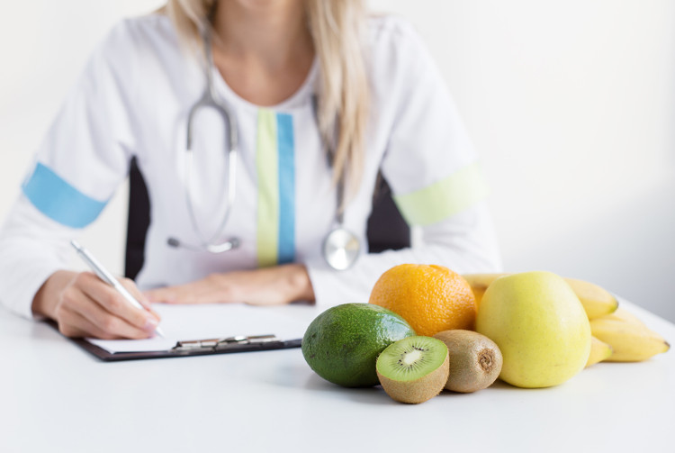 Tham khảo ý kiến của chuyên gia dinh dưỡng đế biết chính xác chế độ ăn tốt nhất dành cho bạn.