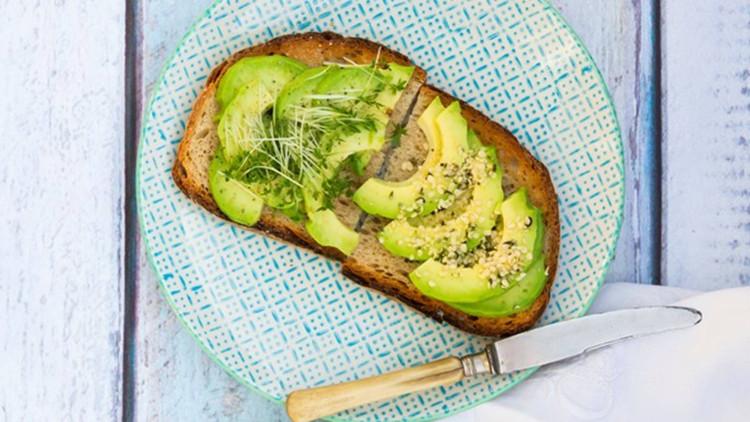 Bơ vừa có thể chế biến thành nhiều món vừa có khả năng làm giảm lượng lớn cholesterol xấu trong máu.