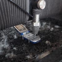 Máy phun tia nước cỡ nhỏ có thể cắt đứt cả sắt thép