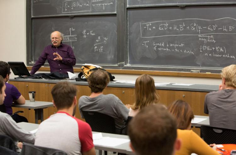 Tiết học đầu tiên của giáo sư Duncan Haldane sau khi ông nhận giải Nobel Vật lý 2016.