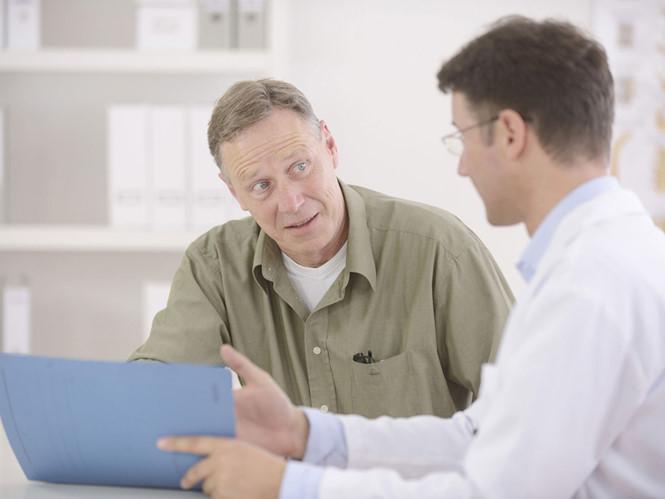 Các bác sĩ cần thận trọng hơn với bệnh nhân ung thư tuyến tiền liệt có tiền sử đau tim.