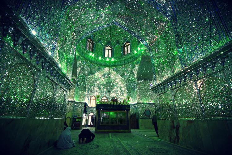 Không chỉ đơn thuần là khu lăng mộ, Shah Cheragh còn xứng đáng được coi như bảo tàng nghệ thuật đích thực.