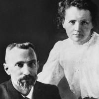Marie Curie và gia đình đạt 5 giải Nobel