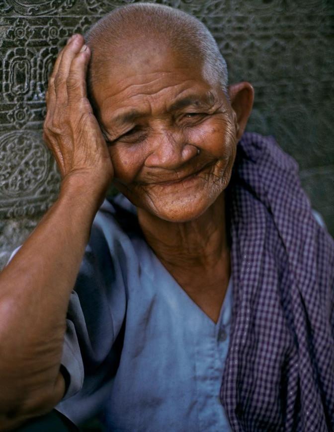 Cụ già người Campuchia.