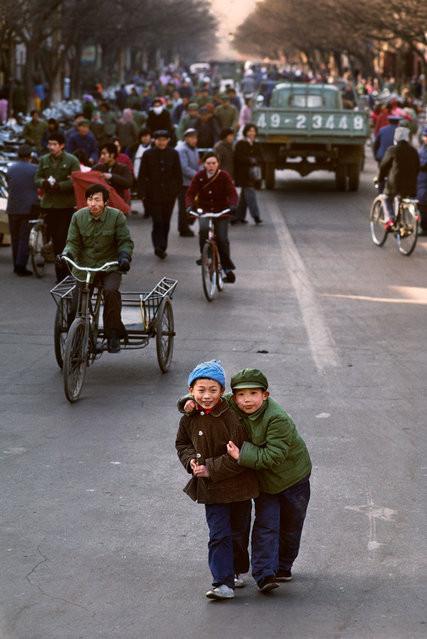 Hai cậu bé người Trung Quốc.